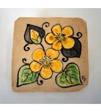 Piastrella rustica con fiore giallo